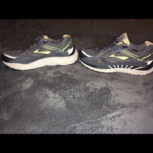 c2e9c897d6f Brooks Shoes - Brooks DYAD 7 - women s size 11